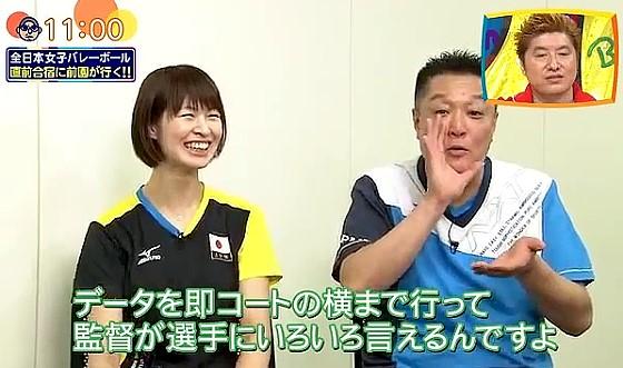 ワイドナショー画像 インタビューに答える女子バレー眞鍋監督を見てなぜか大ウケの木村沙織選手 2016年7月17日