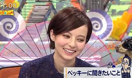 ワイドナショー画像 芸能リポーターの長谷川まさ子から質問されることになり困惑するベッキー 2016年10月9日
