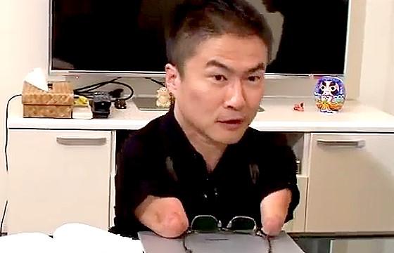 ワイドナショー画像 メガネを外してまたかける乙武 2016年11月27日
