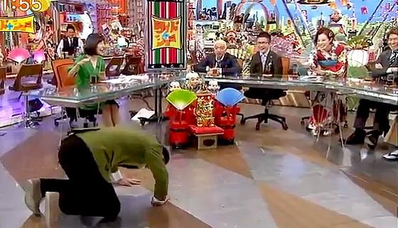 ワイドナショー画像 ベッキーをネタにしたと指摘された東野幸治が土下座で謝罪 2017年1月1日