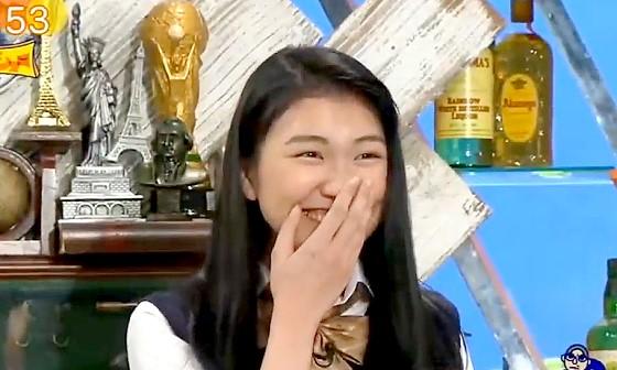 ワイドナショー画像 登場するなり松本人志に「どこいじってるの」と言われ戸惑う女子高生の松山桐子 2017年1月22日