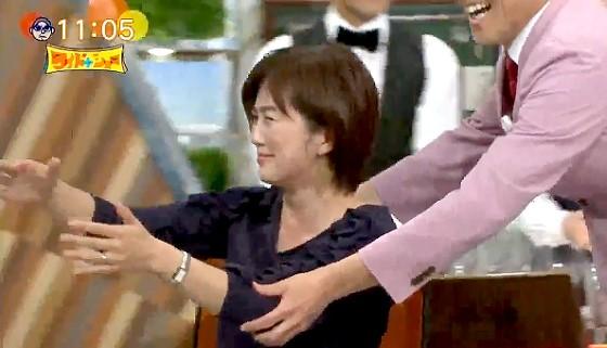 ワイドナショー画像 本番中にお茶をこぼしイスに座ったまま袖に連れて行かれる佐々木恭子アナ 2017年5月28日