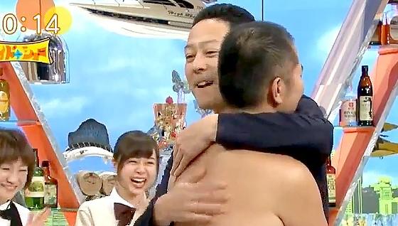 ワイドナショー画像 ついに浮気を認めたとにかく明るい安村に頑張ったとねぎらいハグする東野幸治 2017年7月16日