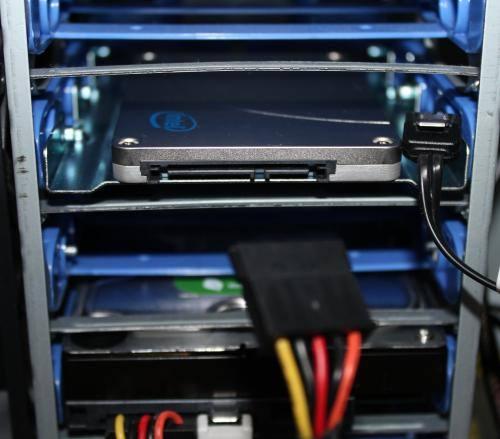 SSDの接続ケーブル